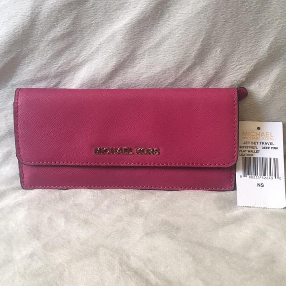 5422b0b4e96b MICHAEL Michael Kors Jet Set Travel Leather Wallet